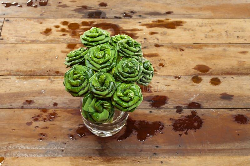 叶子折叠了入菩萨的一朵玫瑰 免版税图库摄影
