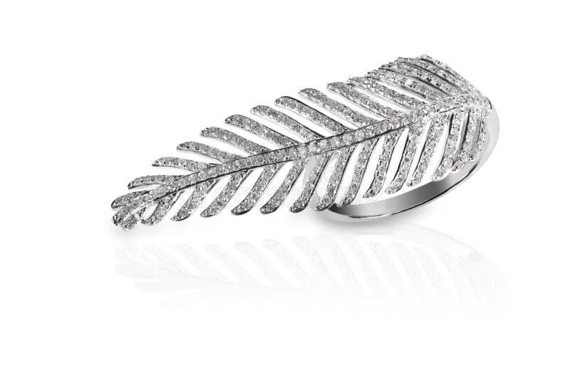 叶子羽毛形状的金刚石时尚圆环 免版税库存图片