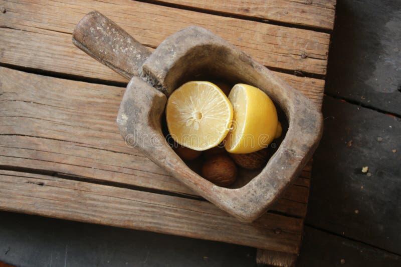 吃健康想法,在葡萄酒桌上的食物 库存照片