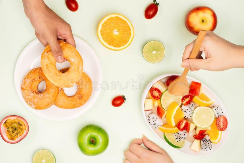 吃可口夏天热带水果和早餐 库存图片
