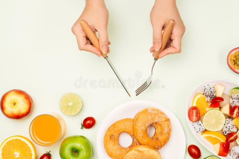 吃可口夏天热带水果和早餐 图库摄影