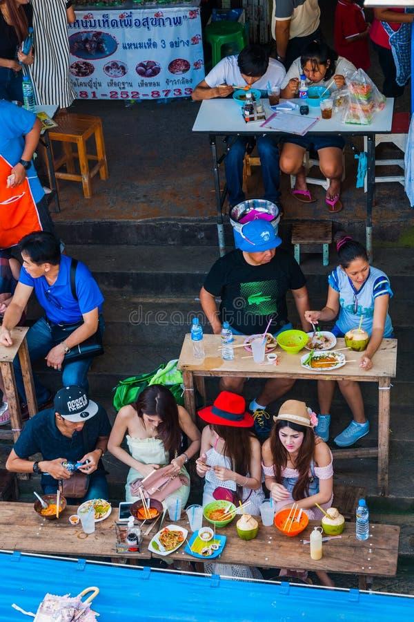 吃在河岸,泰国 库存照片