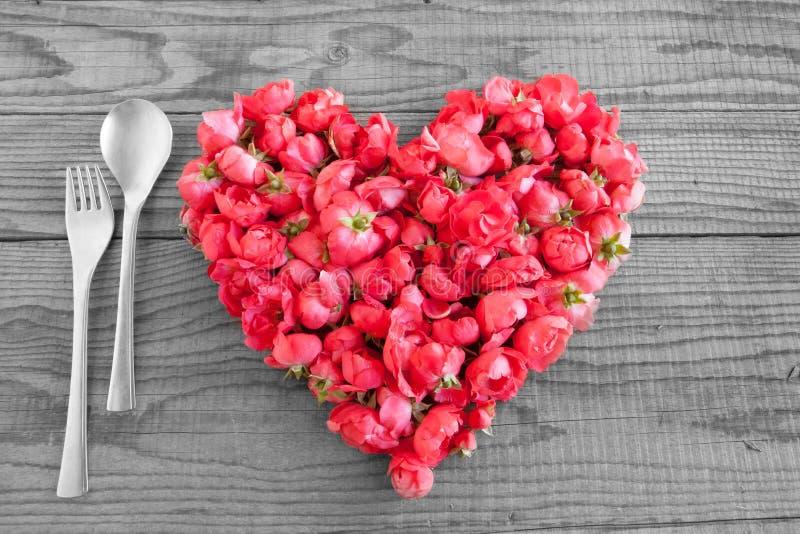 吃在爱,用英国兰开斯特家族族徽做的心脏进展 免版税库存图片