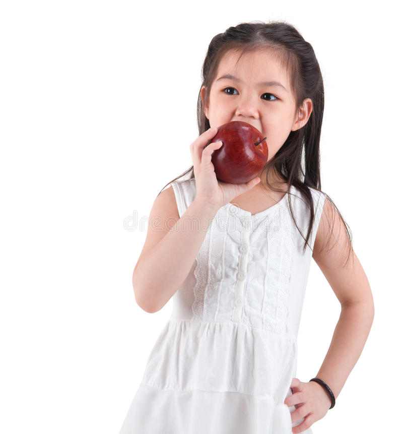 吃苹果的亚裔孩子 库存照片