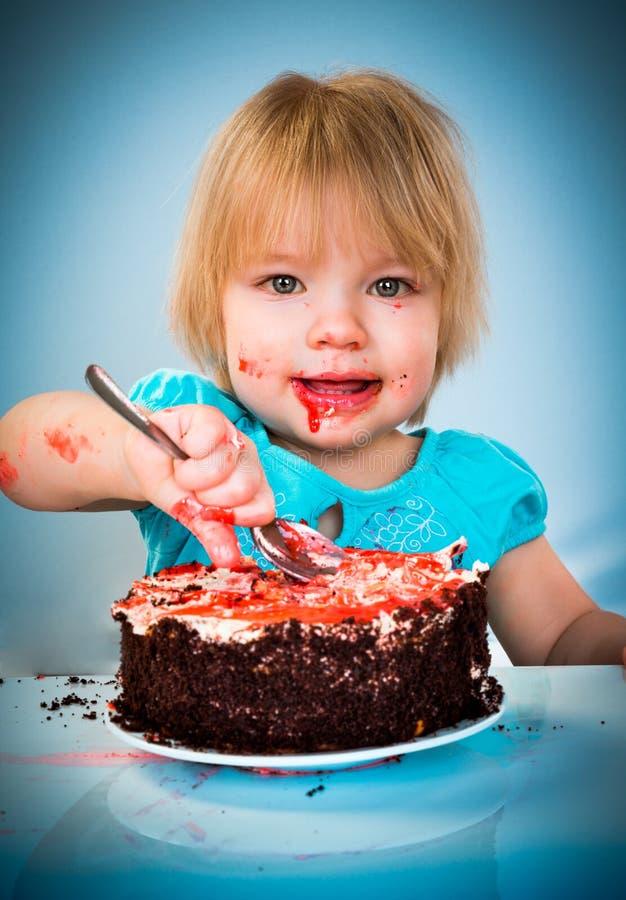 吃蛋糕的小女婴 库存照片