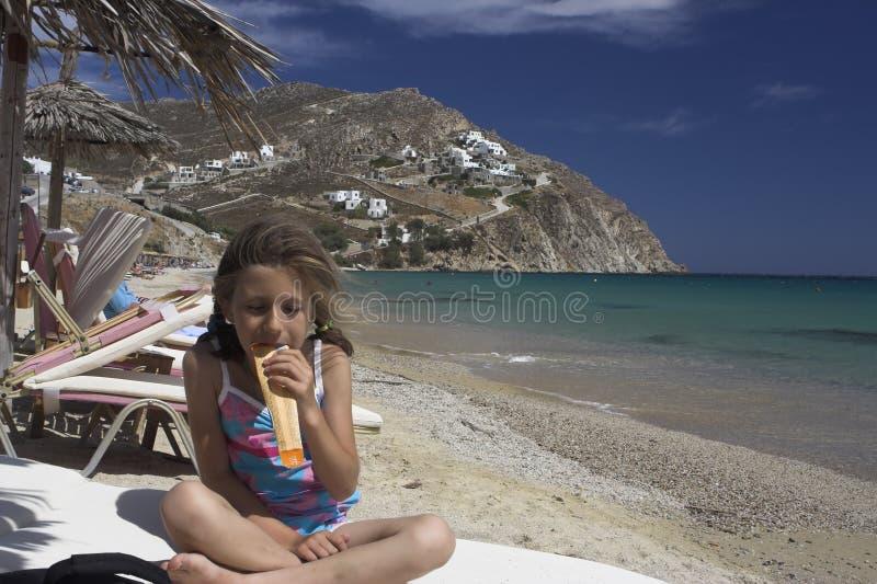 吃女孩冰淇凌 库存图片