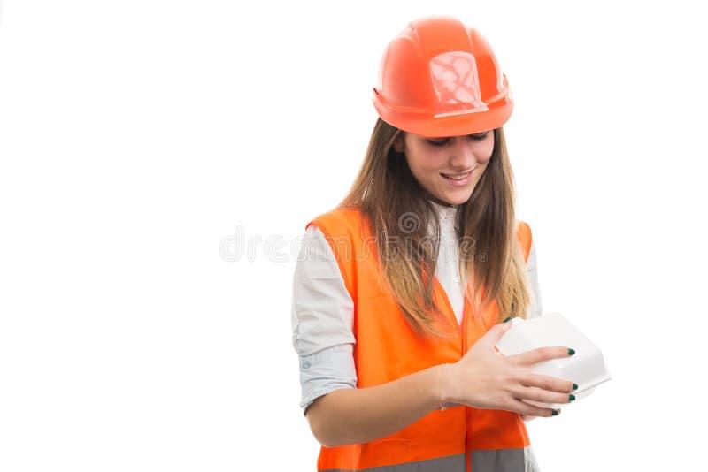 吃女孩的工程师或的建筑师午餐 免版税库存照片