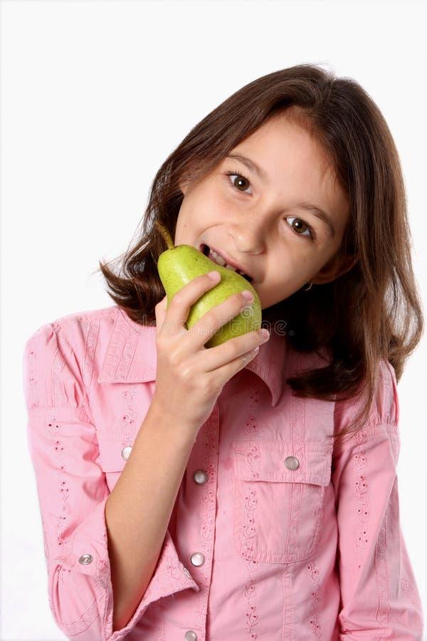 吃女孩绿色梨年轻人 免版税库存照片