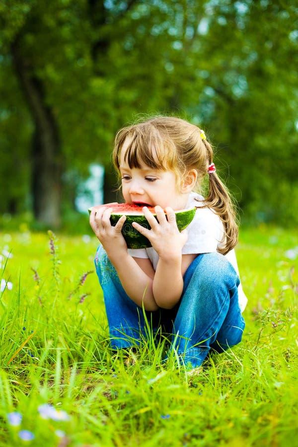吃女孩西瓜 图库摄影