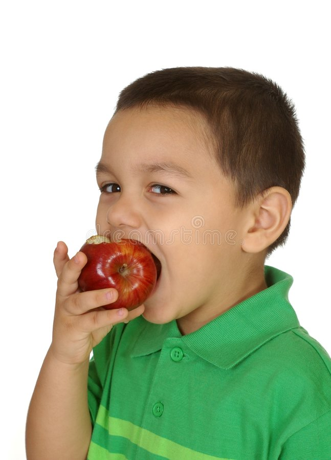 吃孩子的苹果 免版税库存照片