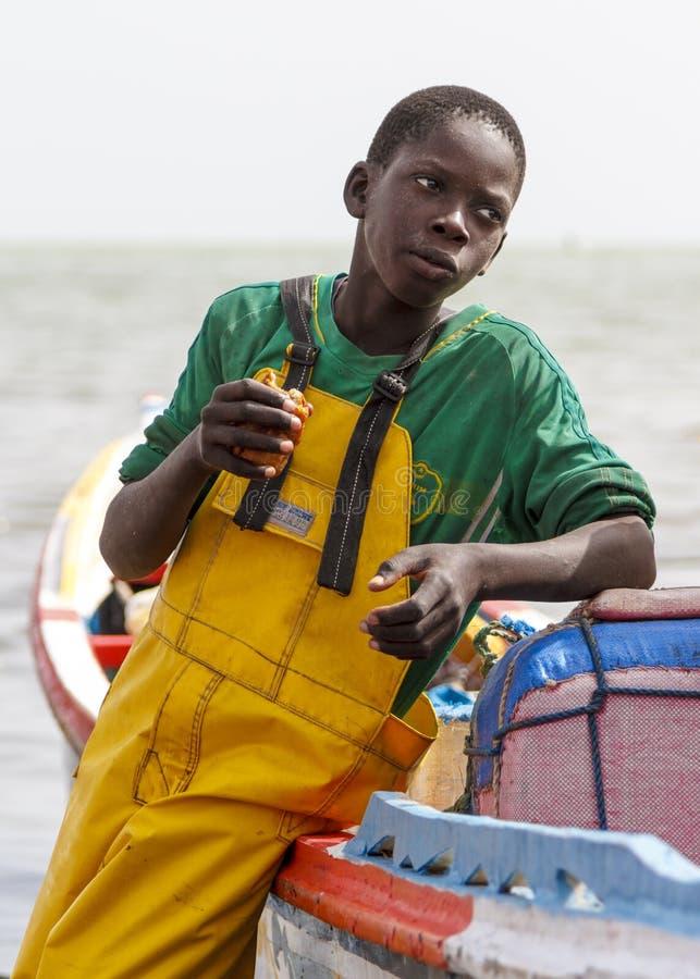 吃快餐的年轻渔夫 图库摄影
