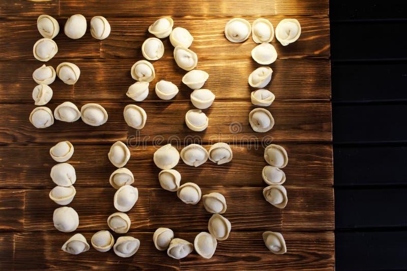 吃我 从饺子的信件在黑暗的委员会 乡村模式 免版税库存照片