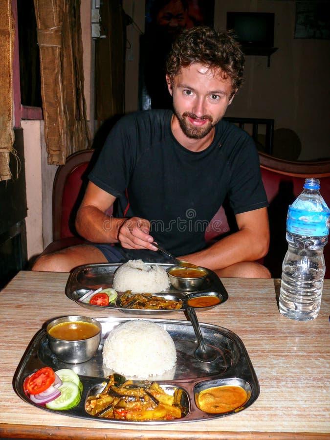 吃晚餐的Dal Bhat在加德满都 图库摄影
