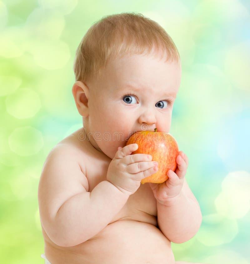 吃果子,健康食物的孩子 库存图片