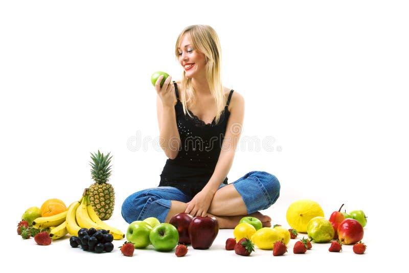 吃绿色妇女的苹果 库存图片