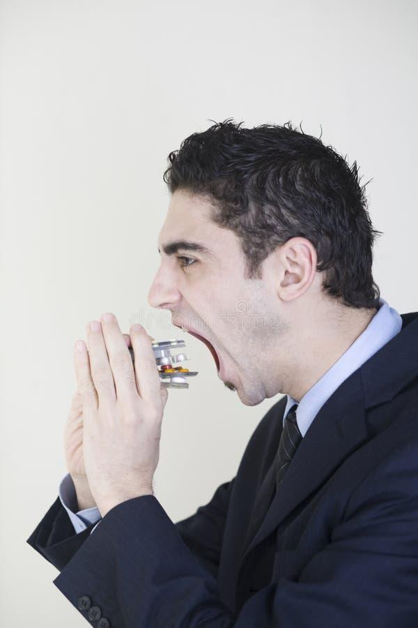 吃药片的生意人 库存图片