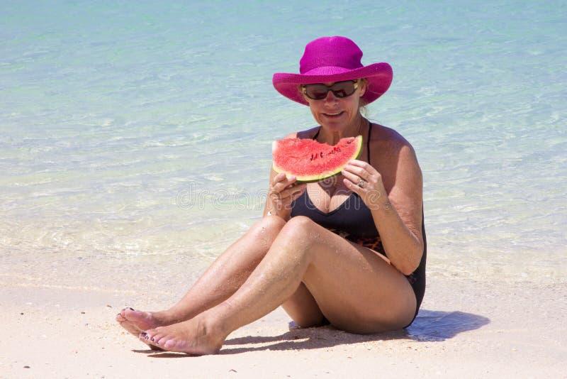 吃西瓜妇女 库存图片