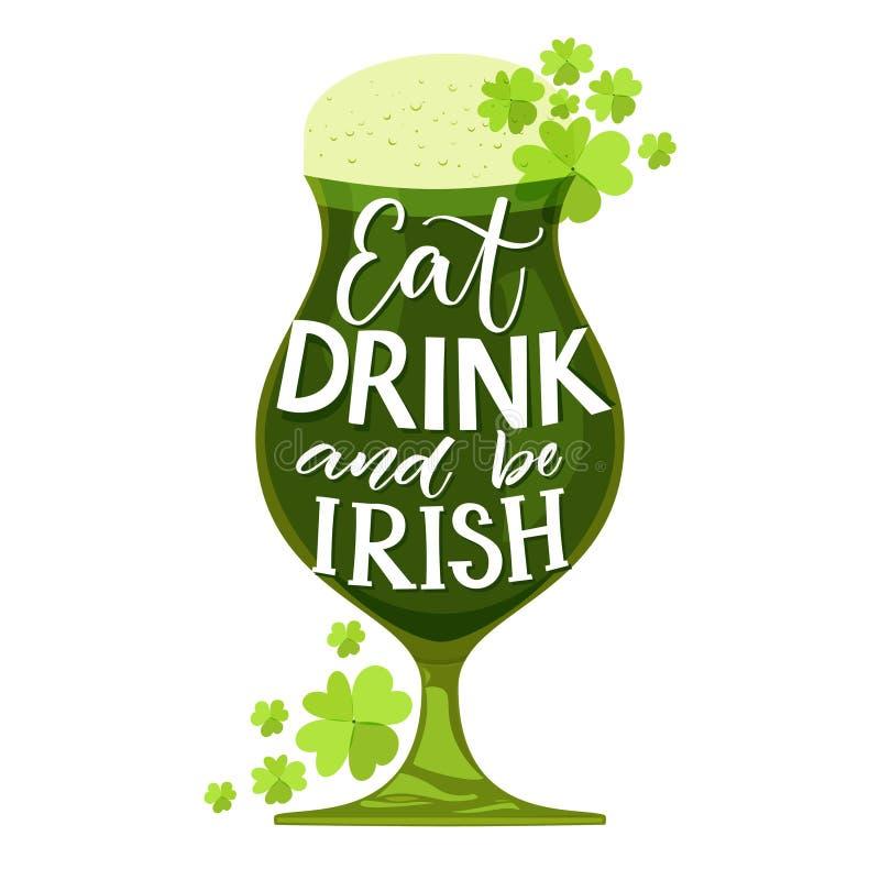 吃,饮料并且爱尔兰语 滑稽的St Partick ` s天行情 在玻璃的印刷术用绿色被隔绝的啤酒和三叶草  库存例证