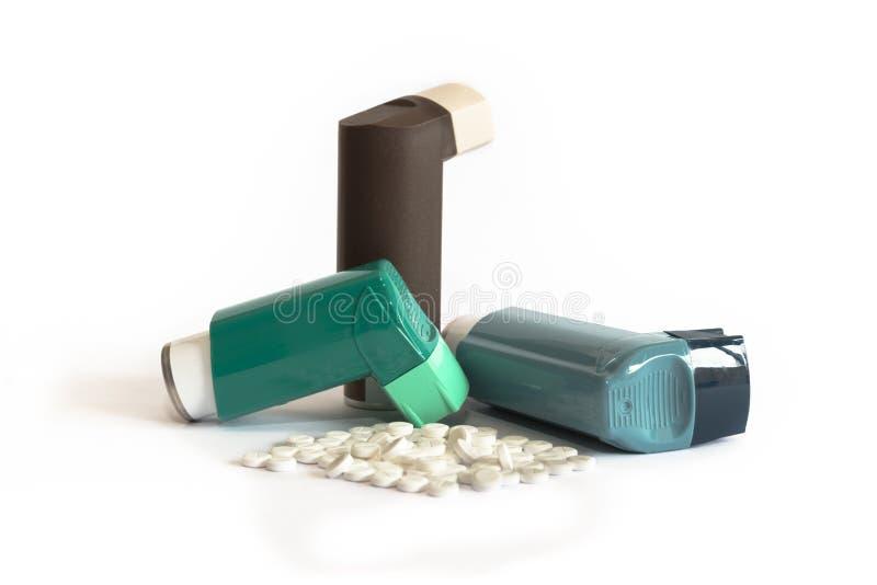 各种各样的哮喘疗程包括吸入器 库存照片