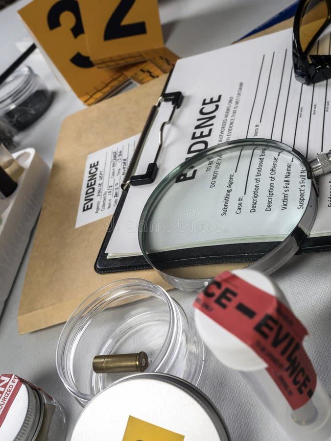 各种各样的实验室证据法庭设备 免版税图库摄影