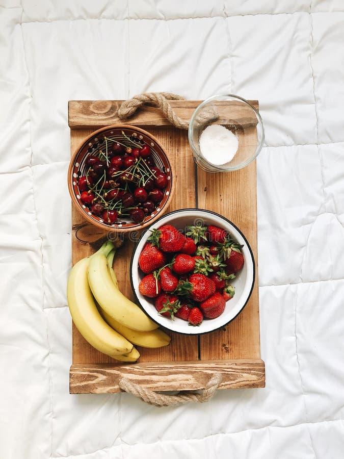 各种各样的异乎寻常的果子的构成在白色背景的 图库摄影
