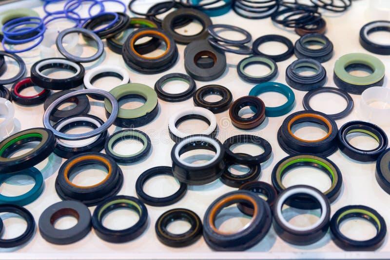 各种各样的橡胶产品和海豹捕猎产品在陈列站立 免版税库存图片