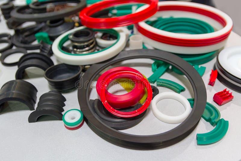 各种各样的橡胶产品和海豹捕猎产品在陈列站立 免版税库存照片