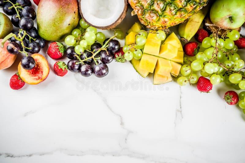 各种各样的热带果子 免版税库存照片