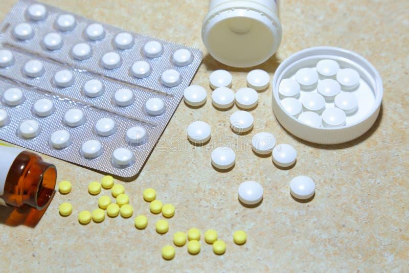 各种各样的片剂-镇痛药,抗抑郁剂,维生素, antivir 库存图片