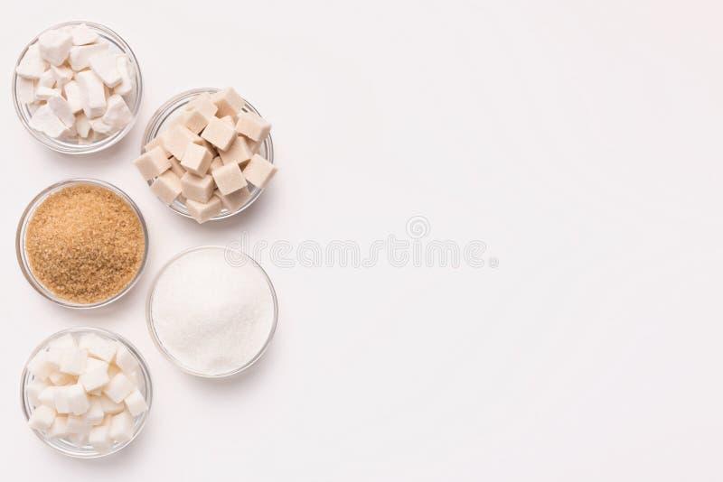 各种各样的种类糖立方体,片断ands沙子 图库摄影