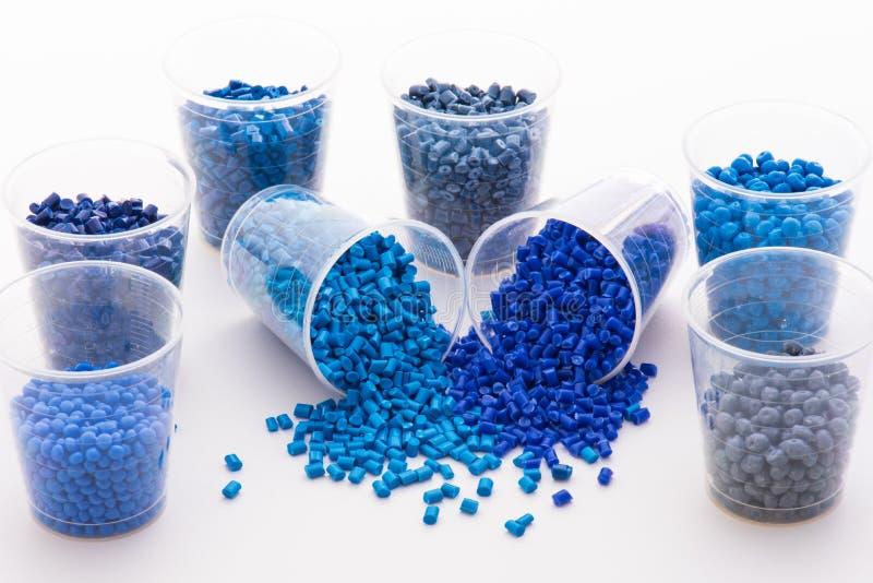各种各样的蓝色塑料颗粒化 免版税图库摄影