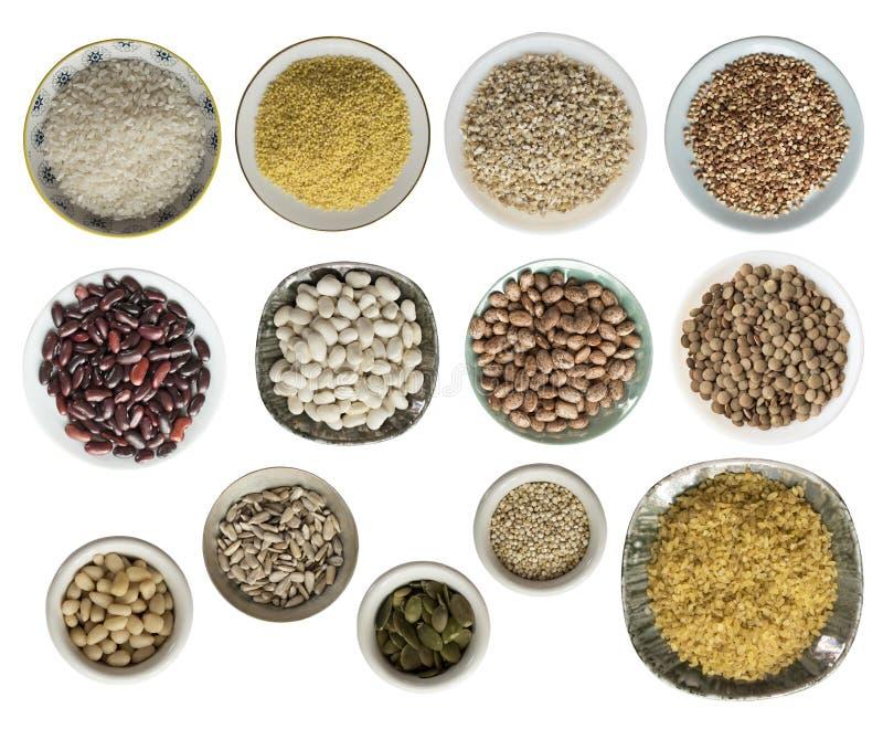 各种各样的谷物,种子,豆,在白色背景隔绝的板材的豌豆,顶视图 免版税库存照片