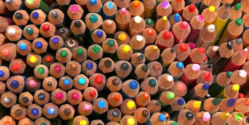 各种各样的颜色五颜六色的木蜡笔  图库摄影