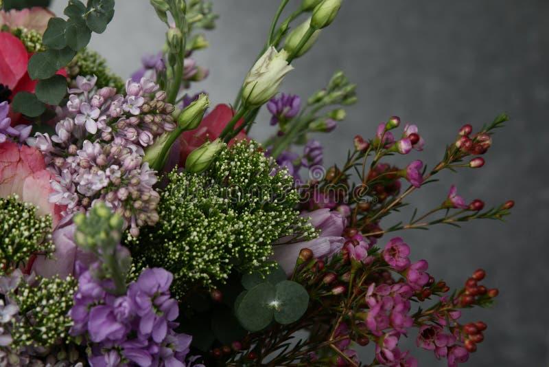 各种各样的颜色花束  库存照片