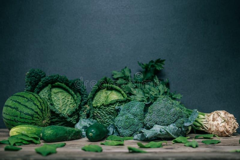 各种各样的绿色菜 免版税库存图片