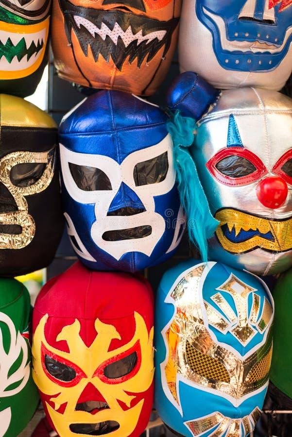 各种各样的luchador面具的安排作为背景 免版税库存图片