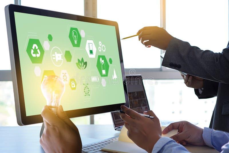 合作企业能量利用,持续力酸元素的能量 免版税库存照片