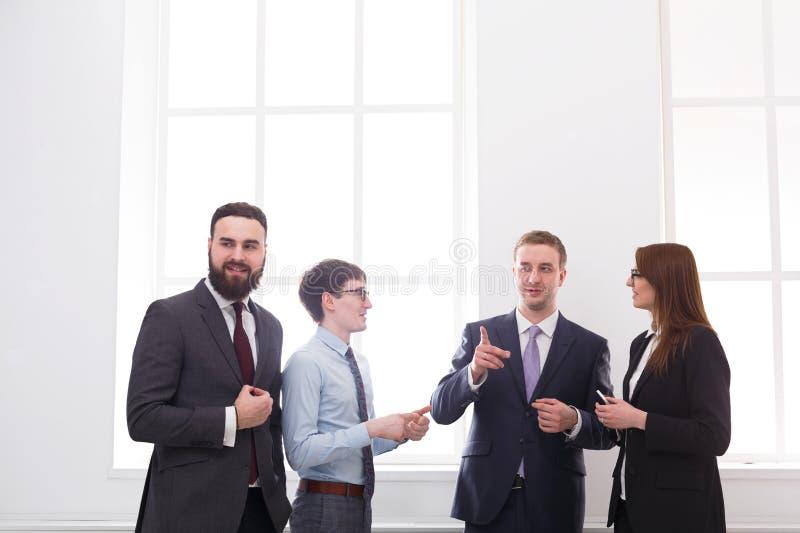 合作会议在办公室,有拷贝空间的商人 免版税库存照片