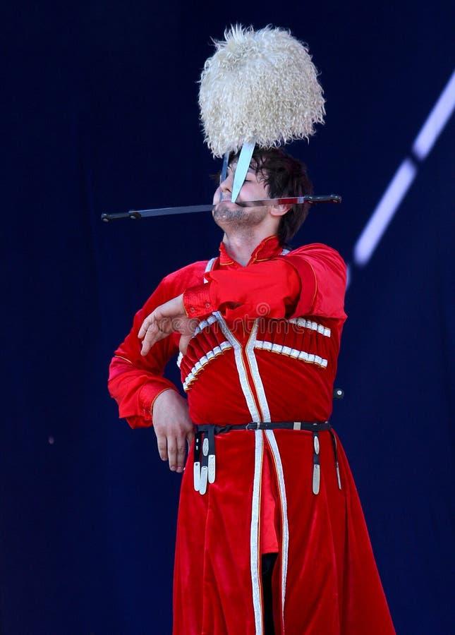 合奏imamat (太阳达吉斯坦)的独奏者舞蹈家表现与北部高加索的传统舞蹈 免版税库存照片