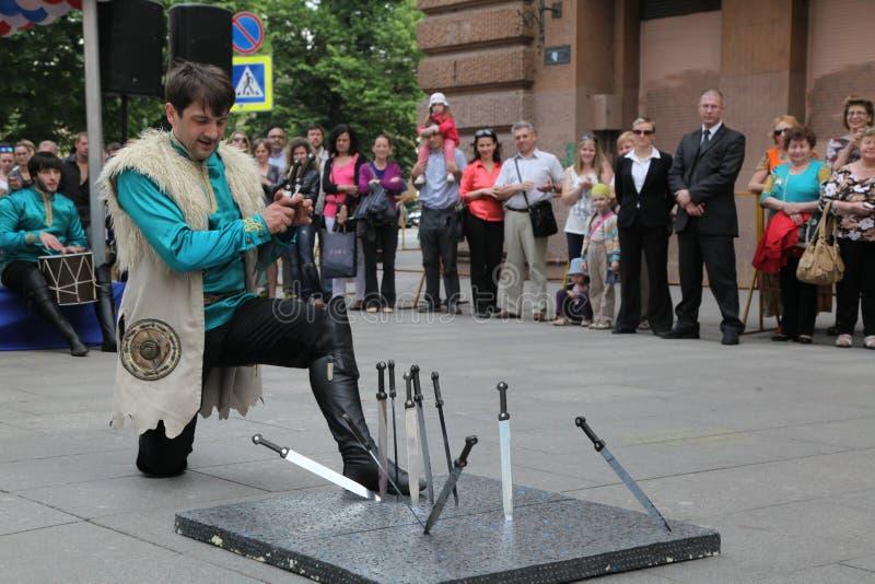 合奏Imamat (太阳达吉斯坦)的独奏者舞蹈家表现与北高加索的传统舞蹈的 免版税库存图片