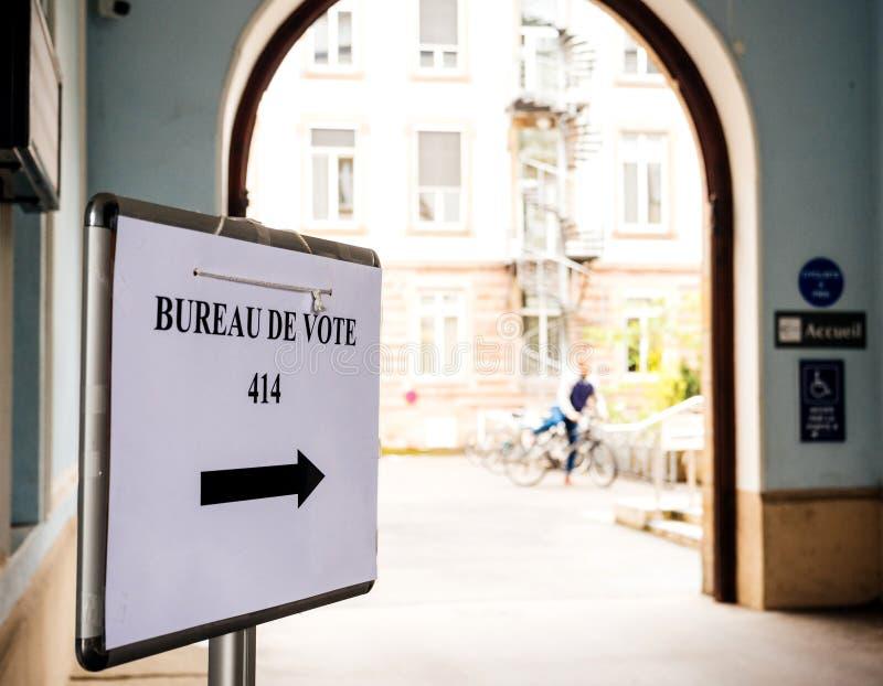 合并驻地法国竞选第2个回合的妇女去的ot 免版税库存图片