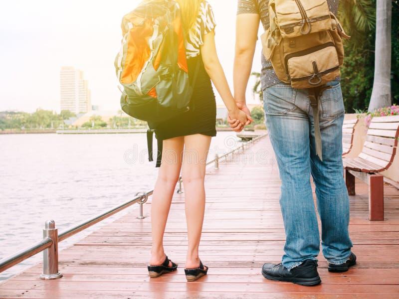 结合走和结合手一体-旅途的旅客 库存图片