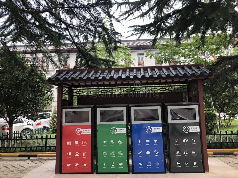 合适的垃圾桶在临潼,中国 免版税库存照片