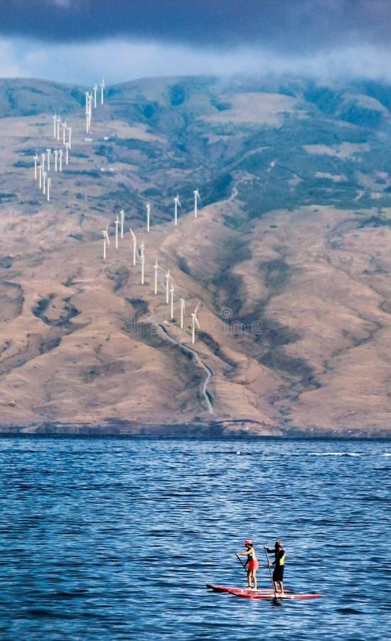 结合paddleboarding在离Wailea海滩的附近毛伊,夏威夷海岸  库存图片