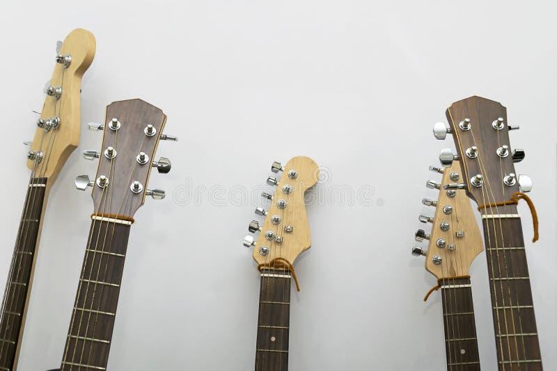 吉他特写镜头在演播室 免版税图库摄影