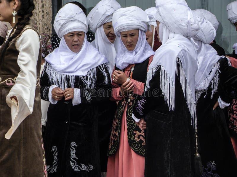 吉尔吉斯全国妇女的衣物 免版税库存图片