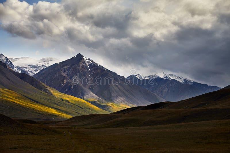 吉尔吉斯斯坦山 免版税库存图片
