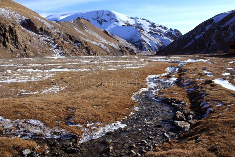 吉尔吉斯斯坦狂放的山 库存图片