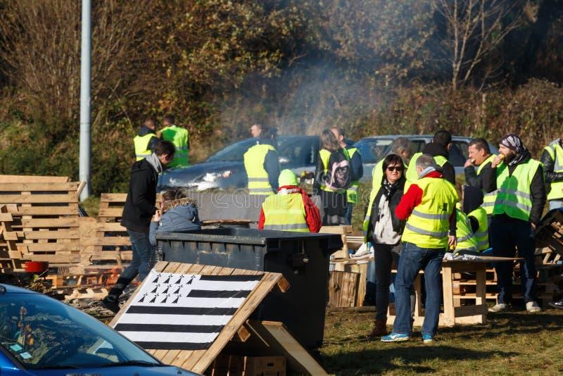 吉帕瓦,法国- 2018年11月24日:示威者叫黄色背心 库存照片