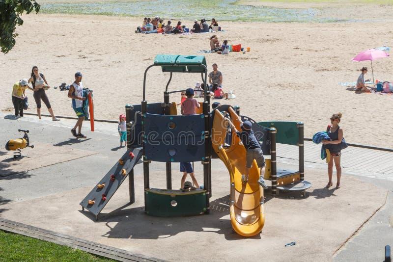 吉帕瓦,法国– 6月01:使用在操场区域,2019年6月01日的孩子 库存照片